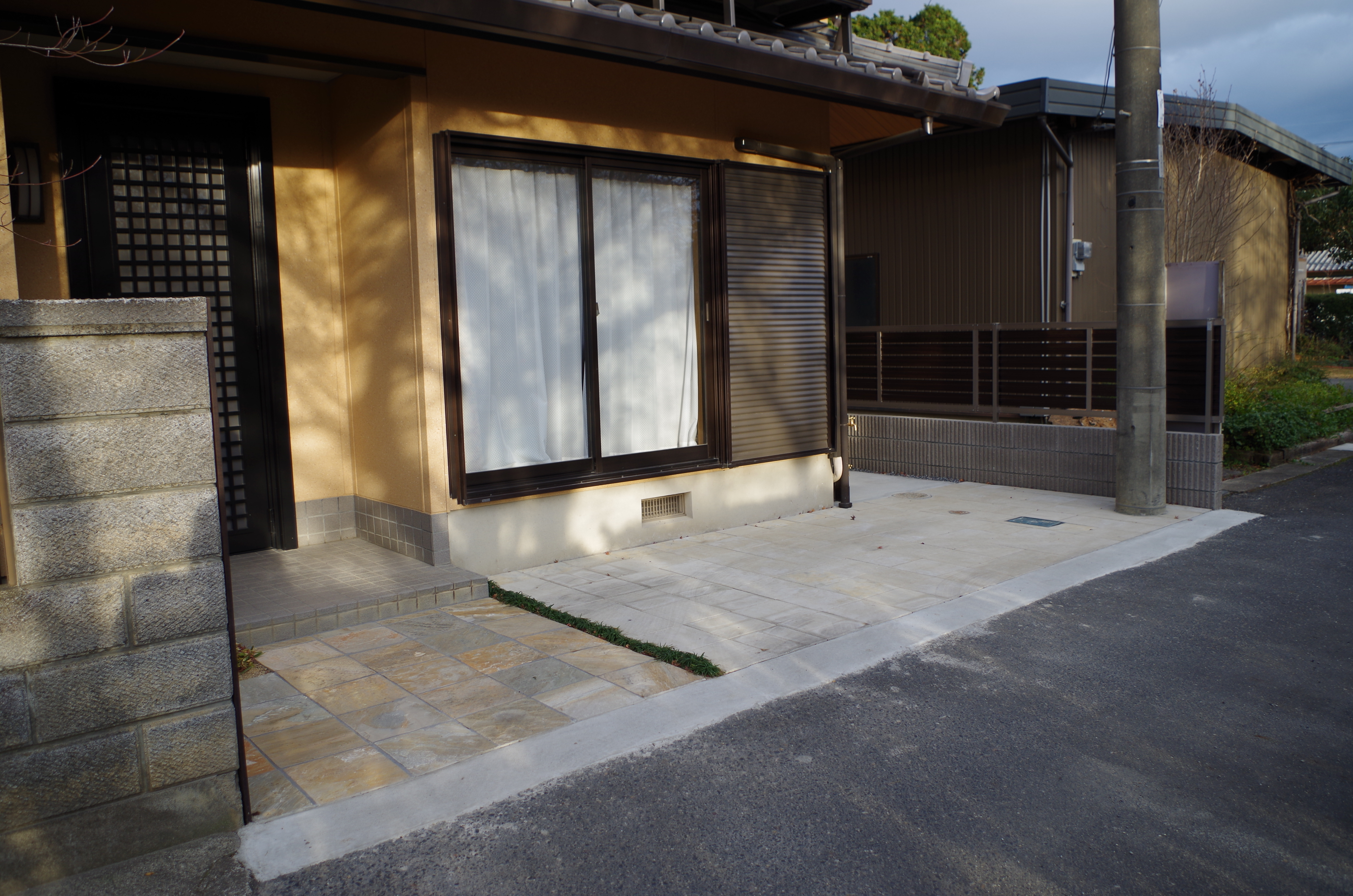 東近江市の造園・外構工事・留守宅管理なら花久造園へ シンプルですっきりとした外構に